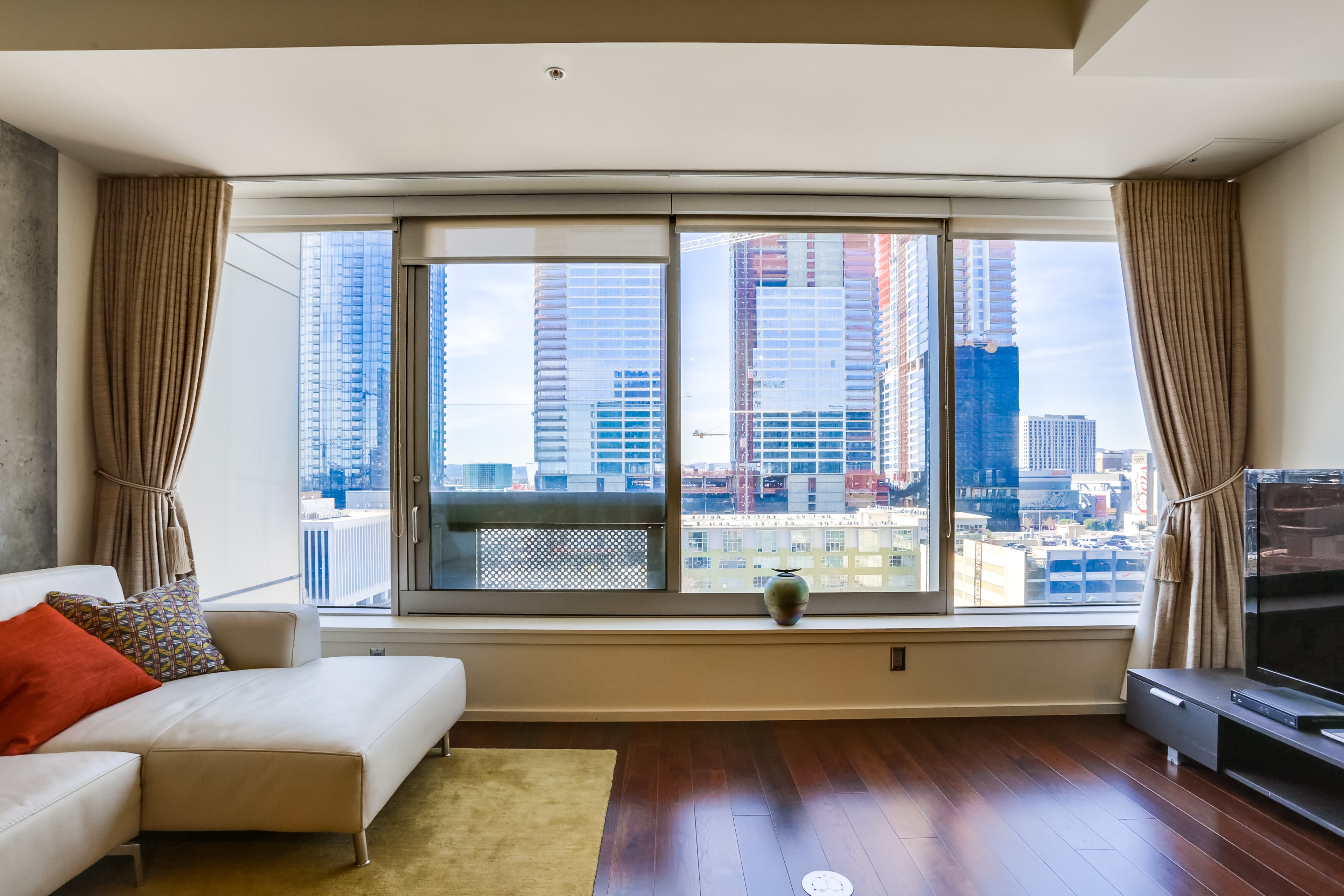 1155-s-grand-ave-1014-011